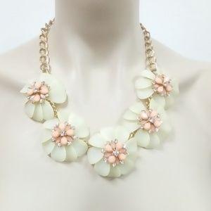 Jewelry - NWT Flower Power Necklace Set